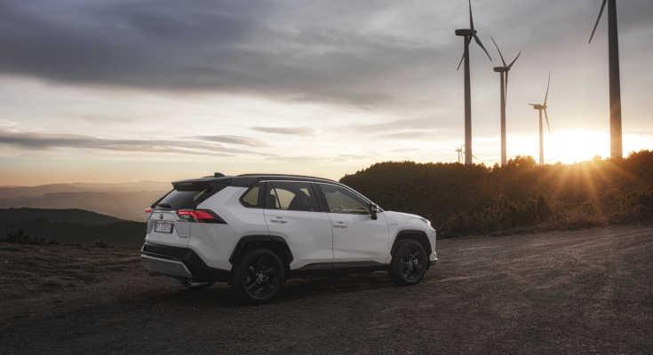 4 Sterne: Toyota RAV4 Hybrid überzeugt im ADAC Ecotest